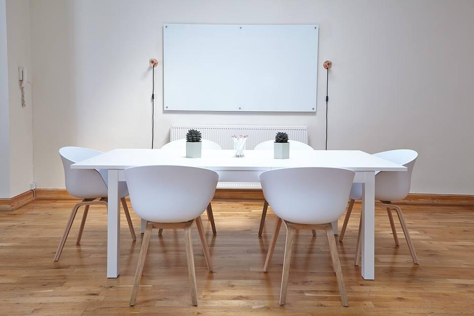 Nachhaltig im Büro arbeiten durch Whiteboard und Digitalisierung